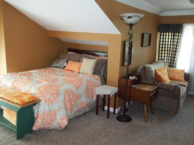 The Orange Grove Is A 3rd Floor Suite And Is Not Recommended For People Who  Donu0027t Like Or Have A Hard Time With Stairs. This Very Large Private Room  Has A ...